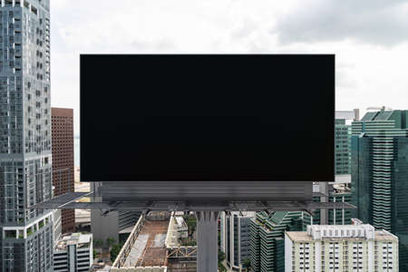 Blank black road billboard with Singapore cityscape background at day time. Street advertising poster, mock up, 3D rendering. Front view. The concept of marketing communication to promote. 免版税图像