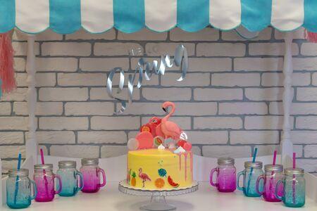 Flamingo cake at the Hawaiian party. Childrens birthday cake at Candy Bar. text Hello spring Stockfoto