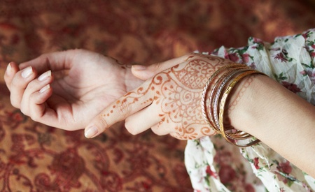 india pattern: Picture mehandi on the hand of girl
