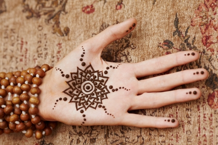 henna: The Indian pattern is drawn a girl. Mehandi