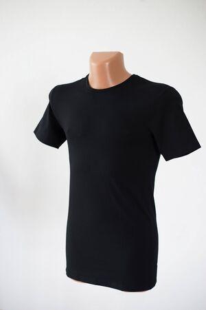 Mockup di un modello del colore della maglietta di un uomo su uno sfondo bianco Archivio Fotografico