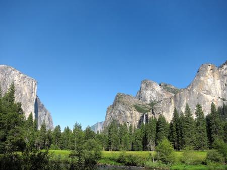 bridalveil fall: Yosemite National Park, California