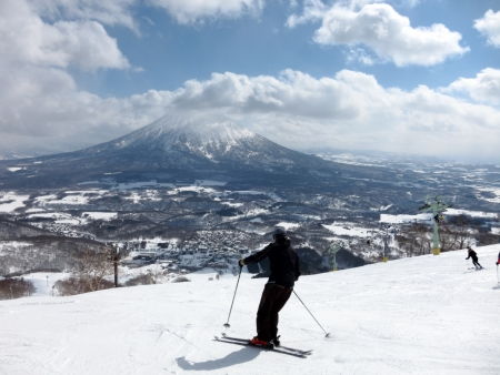 ski run: Ski in Hokkaido, Japan – Hirafu, Niseko and Mount Yotei Stock Photo