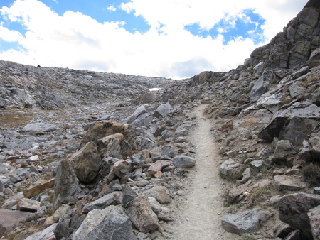 high sierra: Hiking trail in Kings Canyon National Park Stock Photo