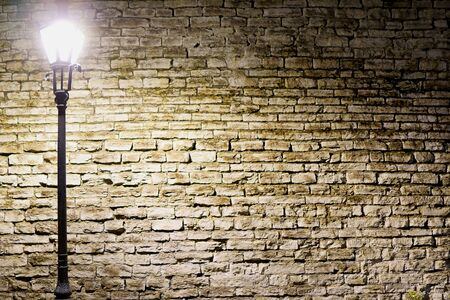 Vintage old stone wall texture with old style lantern. night shoot Banque d'images - 131956291