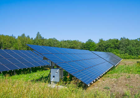 Solar power plant in summer day. Photovoltaic panels for renewable electric production. Solar panel power station landscape photography Banque d'images