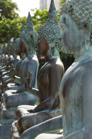buddha sri lanka: Row of Buddha statues at Ganagarama temple, Sri Lanka
