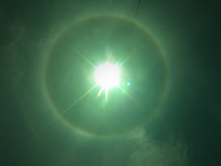 A meteorological phenomenon makes the sun look like the eye of God 版權商用圖片 - 86947212