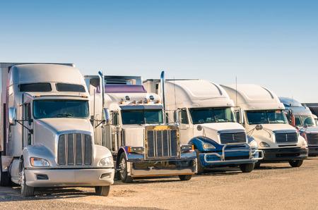 주차장에서 일반 반 트럭
