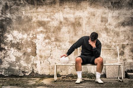 portero: Fútbol fútbol portero sensación desesperada tras el fracaso deportivo Foto de archivo
