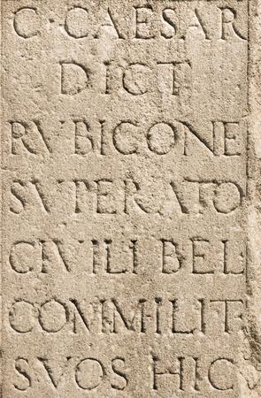 ローマのラテン文字 - ジュリアス ・ シーザーの石 写真素材