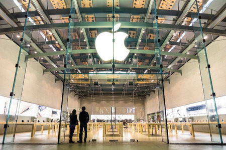 LOS ANGELES - 21 MARCH 2015: Apple store on 3rd Street Promenade in Santa Monica CA United States. The retail chain owned and operated by Apple Inc is dealing with computers and electronics worldwide. Editöryel