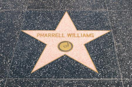 로스 앤젤레스 -2007 년 3 월 21 일 : 할리우드 캘리포니아에서 명예의 전당에 Pharrel 윌리엄스의 스타. 그 문어체 가수 작곡가이자 프로듀서는 2014 년 말에