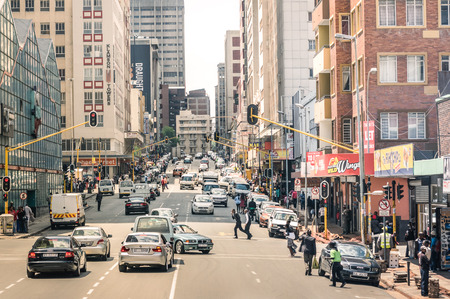 JOHANNESBURG, SOUTH AFRICA - NOVEMBER 13, 2014: rush hour and traffic jam on Von Wiellig Street at the crossroad with Comminsioner St in the crowded and modern multiracial capital of South Africa. 에디토리얼