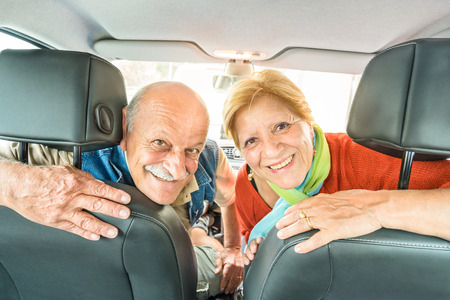 Happy senior couple ready for driving car on journey trip - Concept of joyful active elderly with retired man and woman enjoying their best years - Modern mature travel lifestyle during retirement Stok Fotoğraf - 56095812
