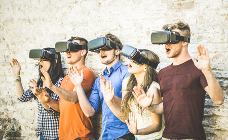 Friends group playing on vr glasses outdoors - Virtual reality and wearable tech concept with young people having fun together with headset goggles - Digital generation trends - Retro contrast filter 版權商用圖片 - 78689782