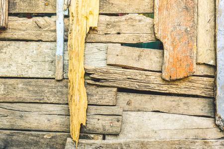 Scruffy houten achtergrond en verslechterde bouwmaterialen - Textuur op veelkleurig houtpaneel in alternatief structuurontwerp - Retro achtergrondpatroon met vintage verzadigde gefiltreerde look