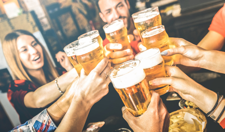 Friends drinking beer at brewery bar restaurant on weekend - Friendship concept with young people having fun together toasting brew pint on happy hour at pub - Focus on glass - Bright contrast filter 스톡 콘텐츠