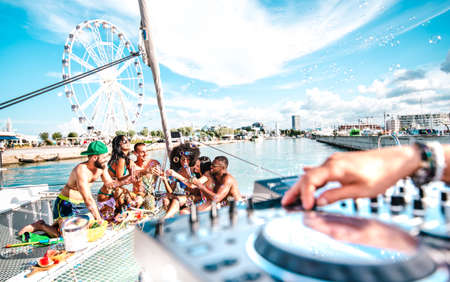 Millenial friends having fun toasting wine at sail boat party - Wanderlust travel concept with multi racial people on sailboat - Luxury life style enjoying happy vacation 스톡 콘텐츠