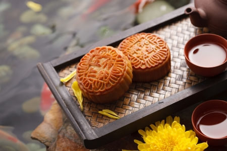 Moon cakes and Chinese tea Stock Photo - 21832424