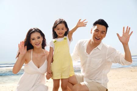 ni�as chinas: Familia en la playa
