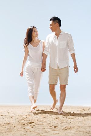 Couple on beach Standard-Bild