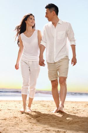 ビーチでカップルします。 写真素材