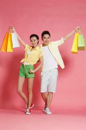 spending full: Young lovers shopping