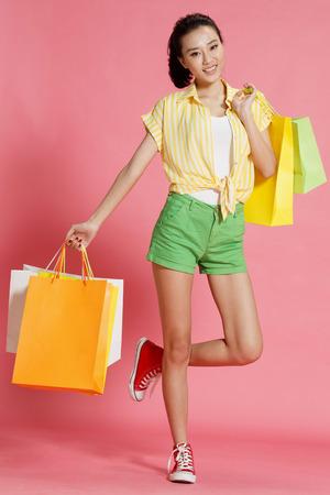 young women: Young women shopping