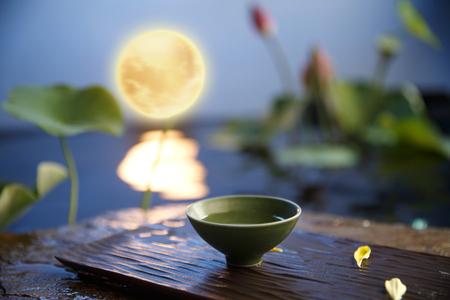 ティーカップの月明かりの下で 写真素材