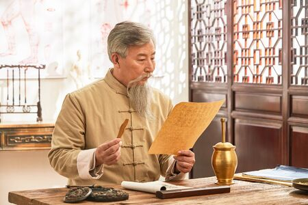 The old doctor of traditional Chinese medicine study traditional Chinese medicine (TCM)