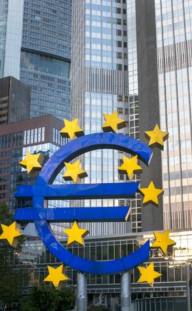 Euro symbol in German town Frankfurt Imagens