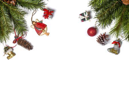 Weihnachtsrahmen verziert mit Schneeflocken auf Weiß mit Kopienraum für Ihren Text. Ansicht von oben.