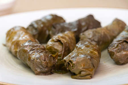 Dolma - stuffed grapes leaves, traditional mediterranean dish. Banque d'images