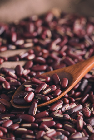 rote: Close-up shot Red Beans on wooden background