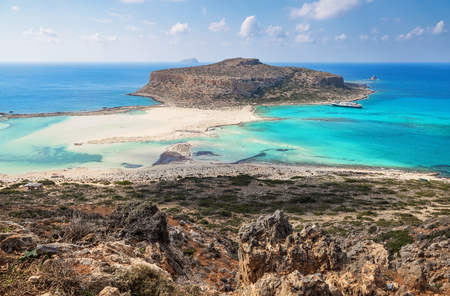 Crete coast, Balos bay, Greece. Amazing sand strand, sea of turquoise and blue colors with the ship. Popular touristic resort. A landscape on a summer sunny day. Banco de Imagens