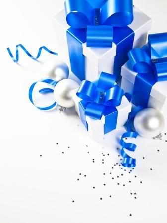 three gift boxes: Tres cajas de regalo con motivos navide�os