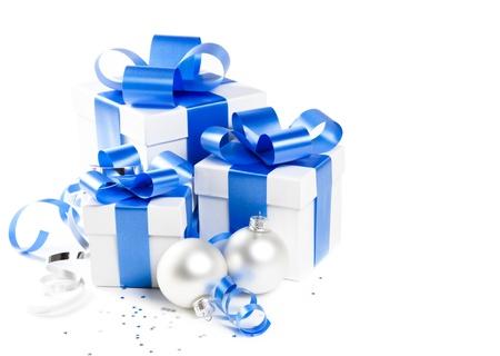 three gift boxes: Tres cajas de regalo con decoraciones de Navidad Foto de archivo