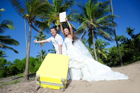 Emotional newlyweds with a sign photo