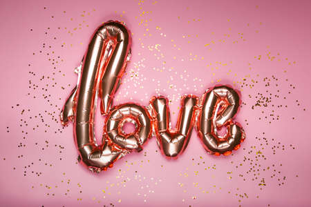 golden word love on pink background, valentines day. High quality photo 版權商用圖片