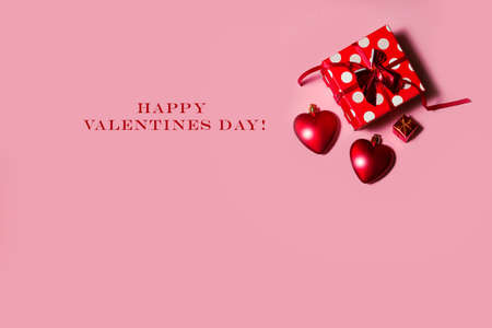 happy valentines day background, red hearts on a pink background. . High quality photo 版權商用圖片