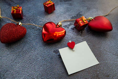 red hearts and white card for valentines day text. High quality photo 版權商用圖片
