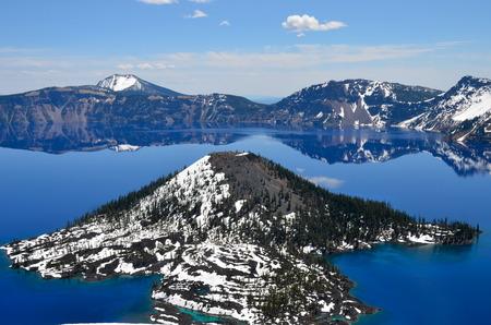 Gorgeous Crater lake on a spring day, Oregon, USA Stock fotó