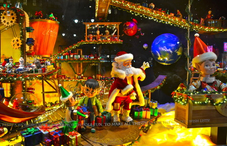 fifth avenue: NEW YORK - DECEMBER 12, 2014: Spectators view holiday window display at MACY