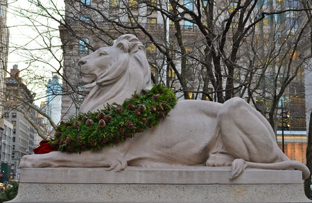 finders: Stone lion at entrance to the New York City Library, NYC, USA