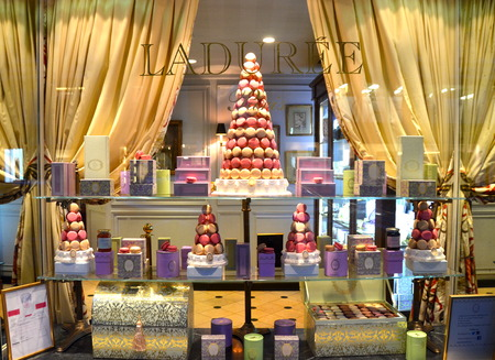 Famous Laduree bakery and tea room in New York City, USA. 新聞圖片