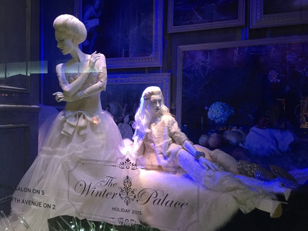 fifth avenue: Spectators view holiday window display at Saks Fifth Avenue in NYC on December 1, 2015.
