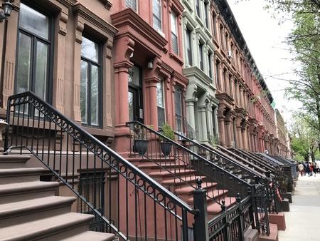 アメリカ、ニューヨーク市のハーレムのストリート ビュー