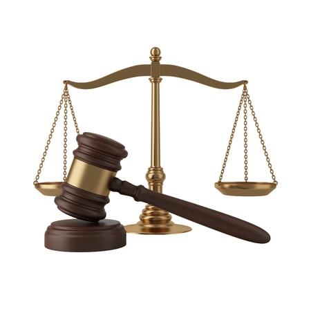 derecho penal: Martillo y escalas aisladas en blanco