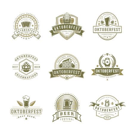 Set di etichette, distintivi e loghi dell'Oktoberfest Testo delle celebrazioni del festival della birra. Illustrazione vettoriale. Ottimo per poster, biglietti di auguri e magliette. Vettoriali